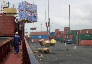 ship offloading at tin can